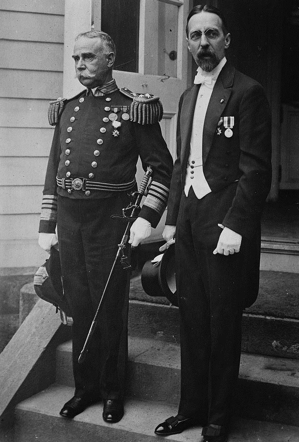 Post Wheeler (right) poses with US Admiral Austin Knight, circa 1915. Photo: Public Domain -------------------------------