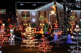 Christmas_Lights_house_display Feautred
